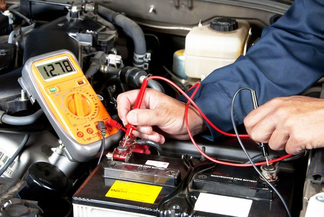 Pripeljite vozilo na servis, kjer vam bomo avto strokovno pregledali.
